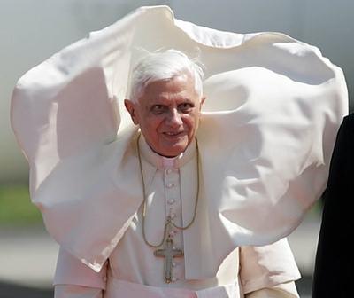 Papal_posturing_1